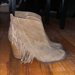 Fringed brown suede ankle booties